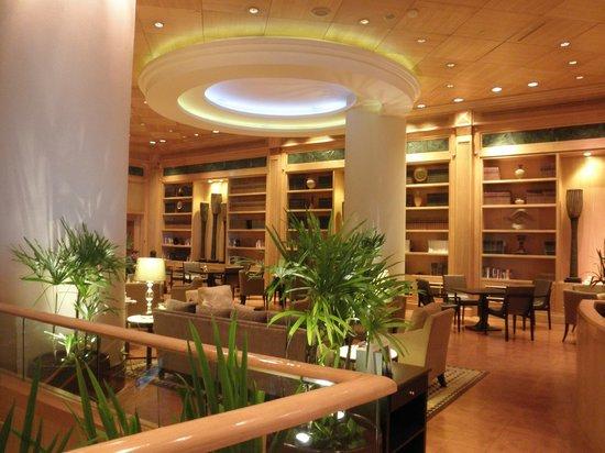 Sheraton Grande Sukhumvit, A Luxury Collection Hotel: タイ料理レストラン=ベイジルに繋がる共用スペース