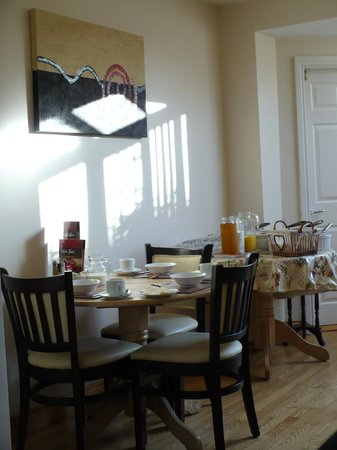 Arch House B&B & Apartments: Saletta per la colazione
