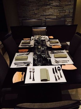 Arelauquen Lodge: ready for dinner