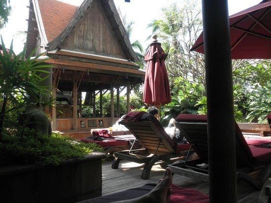 Sheraton Grande Sukhumvit, A Luxury Collection Hotel: 何度も通いデッキ・チェアーにも好みの位置が