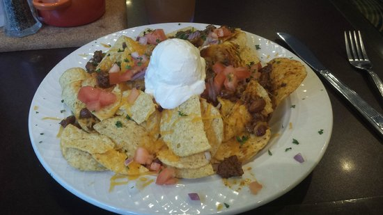 Hilton Garden Inn Jacksonville Downtown/Southbank: Hefty size of Nachos Supreme - yummy!!!