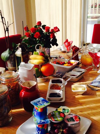 The White House Dartmouth: Breakfast table