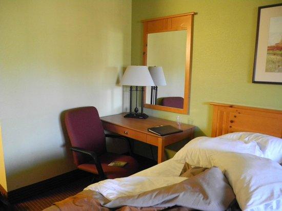 Comfort Inn Flagstaff : Desk area