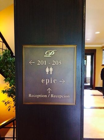 Arelauquen Lodge: cool signs
