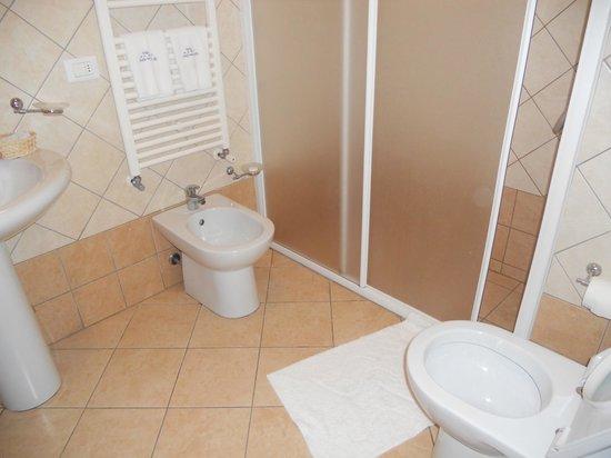 Stelle del Salento: bagno con ampia doccia