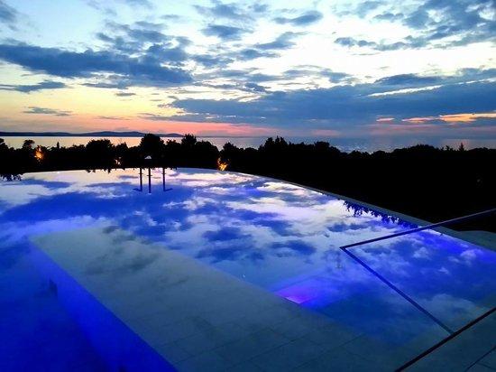 Falkensteiner Hotel & Spa Iadera: Piscina esterna al tramonto