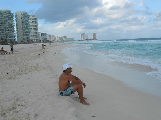 Sunset Royal Cancun Resort: Praia em frente ao Hotel