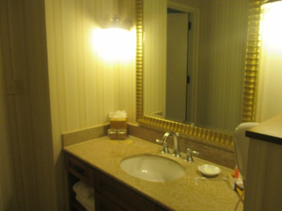 Disney's Paradise Pier Hotel : The sinks
