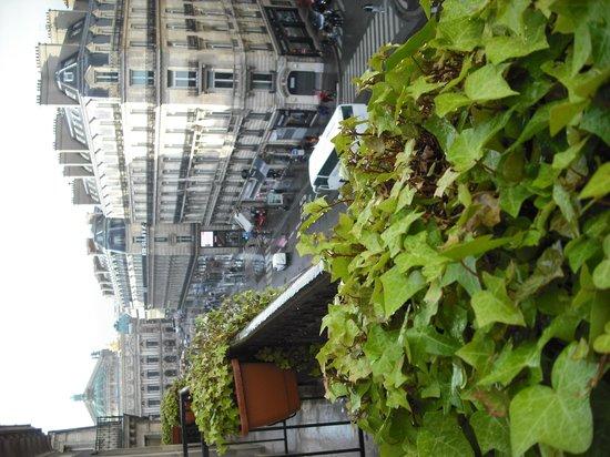 Hotel Edouard 7: 505 balcony with view of Opera Garnier