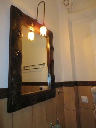 Pyrgos Adrachti: Bathroom mirror