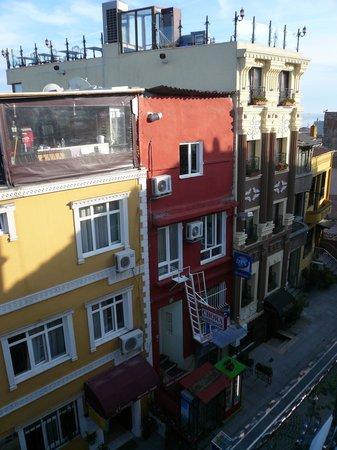 Marmara Guesthouse: Blick aus unserem Zimmer