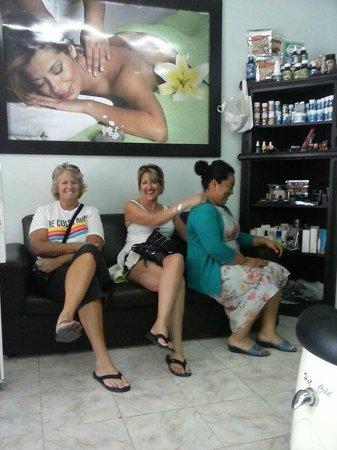 Blissdayspa : nuestros queridos clientes tambien nos dan masaje.