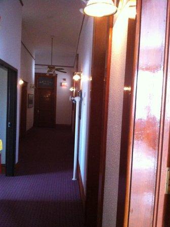 Town Hall Inn: upstairs hallway