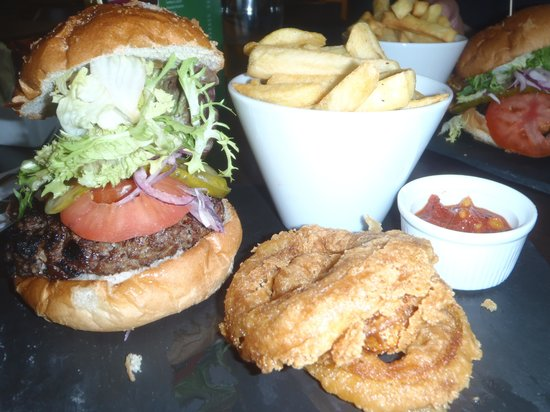 Holiday Inn London Gatwick Worth: Lovely burger