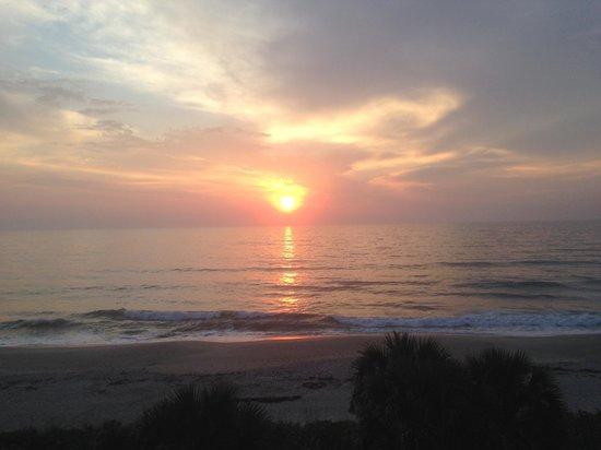 DoubleTree Suites by Hilton Melbourne Beach Oceanfront : Sunrise