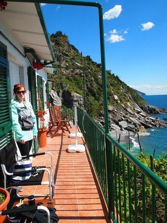 La Marina Rooms: Balcony outside of our room