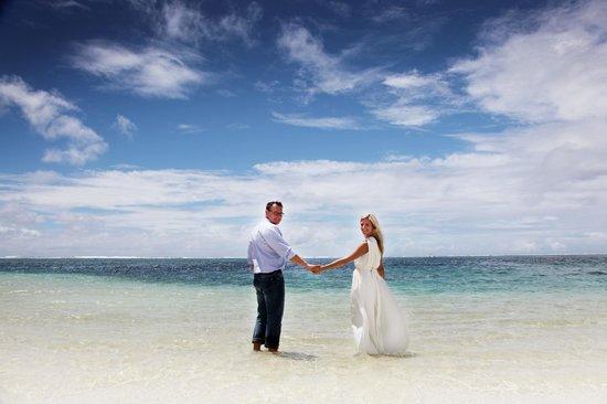 Long Beach Mauritius : 巧遇了一對烏克蘭度蜜月的夫妻請我幫他們拍了一些照片