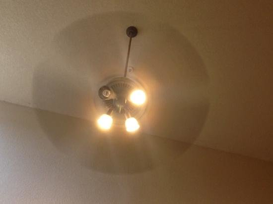 Holiday Inn Express Hotel & Suites - Marina: light bulb out