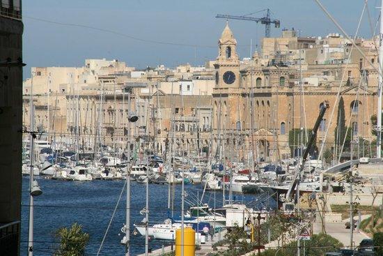 Bowyer House: Malta