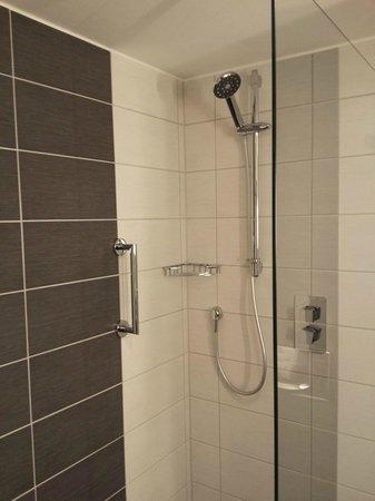 Hilton Bonn Hotel : Die Dusche.