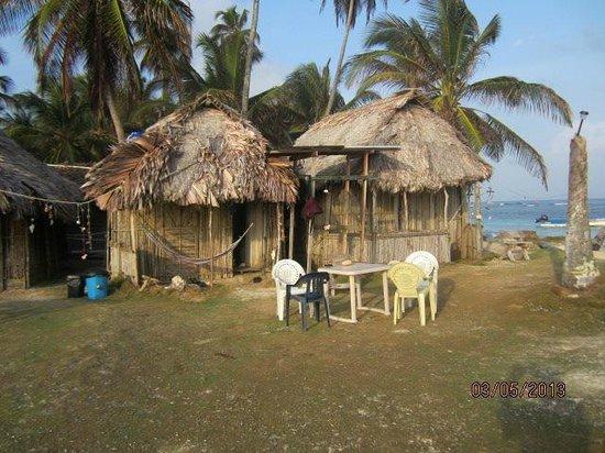 Cabanas Coco Blanco: Las cabañas vistas desde la orilla