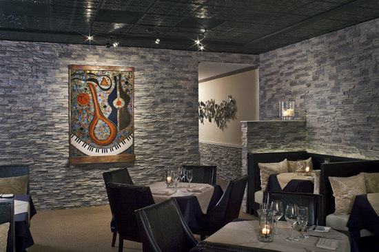 David's Restaurant & Lounge: Our NY Style decor in our main dining room