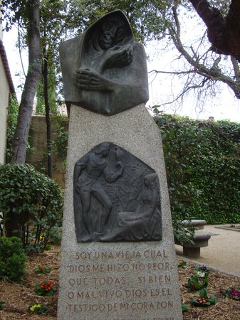 "Jardín el Huerto de Calixto y Melibea: monolito de ""LA CELESTINA"""