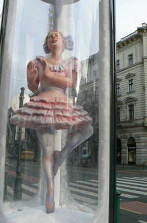 Hungarian State Opera House (Magyar Allami Operahaz) : Display outside Opera House