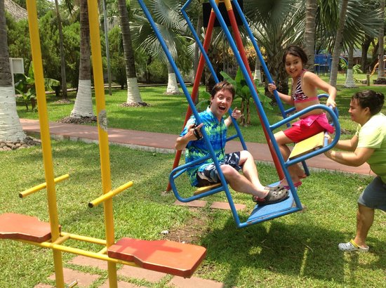 Pato Canales Hotel and Resort: Having fun at the playground with Lidia