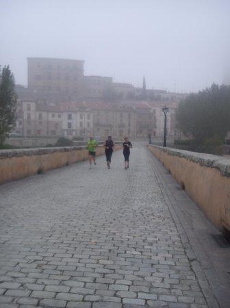 Puente Romano : Cruzando el puente haciendo footing
