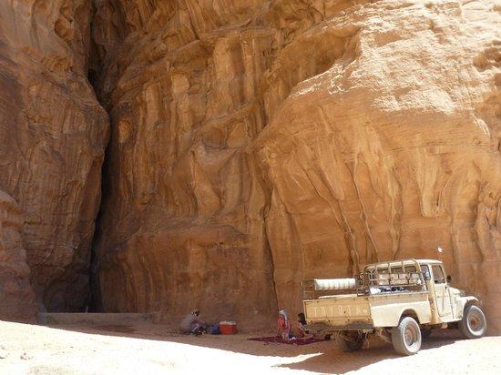 Bedouin Advisor Camp: lunch in tthe desert