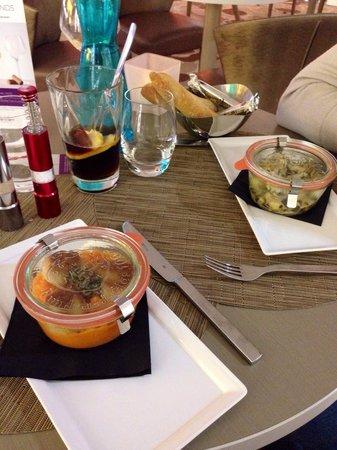 Mercure Marseille Centre Vieux Port : Coquilles st Jacques snackées, purée de patate douce et poulet aux légumes