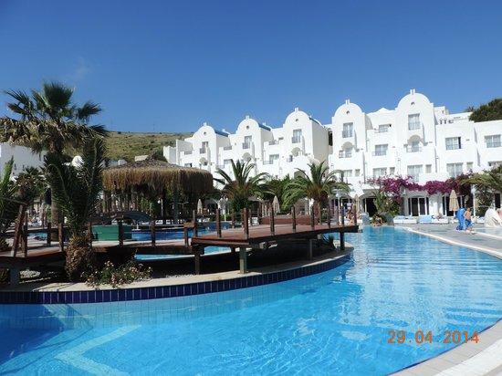 Salmakis Resort & Spa: Uitzicht vanaf zwembad