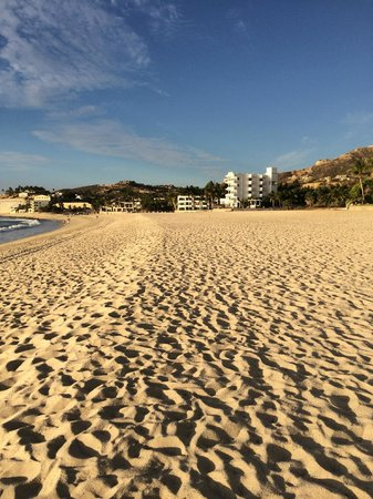 Casa Costa Azul : View of hotel from a beach walk.