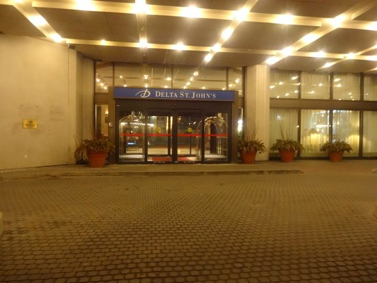 Delta St. John's Hotel and Conference Centre: Entrance