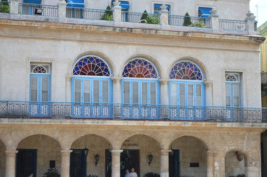 Place Vieille (Plaza Vieja) : close up on windows