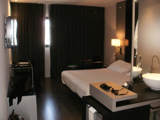 AC Hotel Sants: bedroom