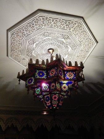 L'OLIVIER DU MAROC - Lustre à l'intérieur