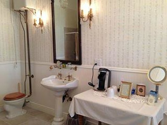 The Foxes Inn: Bathroom