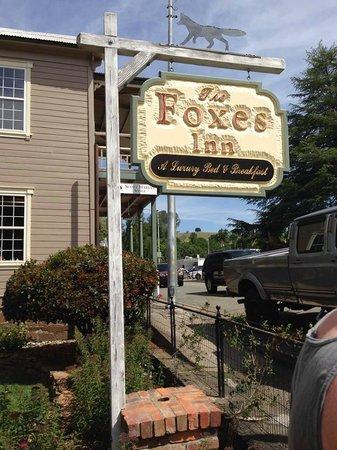 The Foxes Inn: Sign