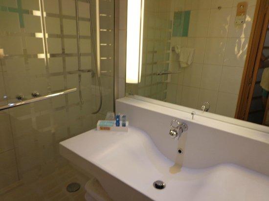 Novotel Liverpool : Ducha y lavamanos