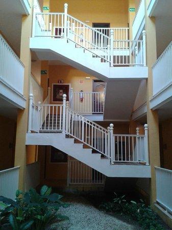 Hotel Riu Playacar: Las escaleras que nos llevaban a la habitación
