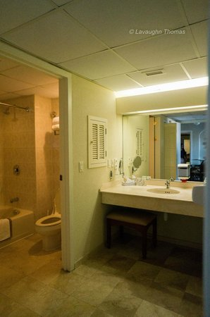 The Royal Sea Aquarium Resort: Bathroom/Dressing Room