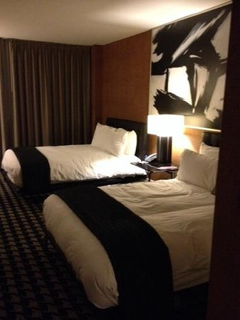 Sheraton Charlotte Hotel: Double bed room