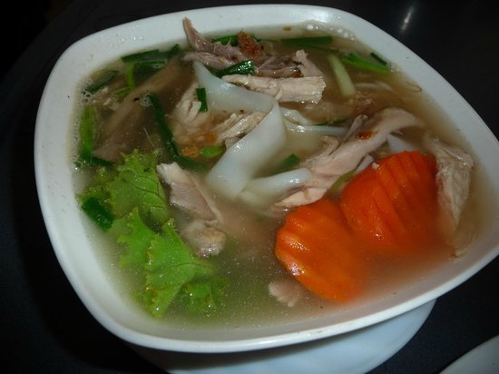White Rose: Big noodle soup with chicken
