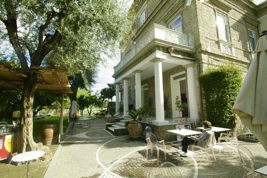 Artis Domus Relais: giardino