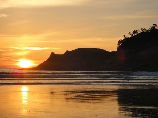 Inn At Cape Kiwanda : Beautiful sunset