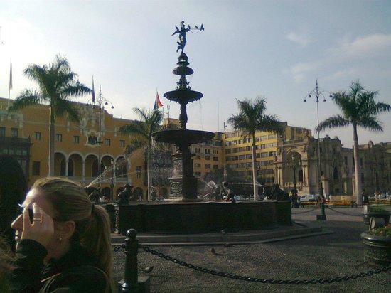 Plaza de Armas (Plaza Mayor): Plaza de Armas de Lima. fuente central