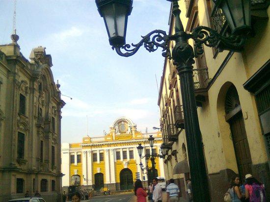 Plaza de Armas (Plaza Mayor): calle lateral a la Plaza de Armas de Lima