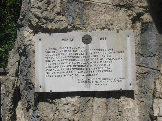 Santuario Basilica Madonna della Corona: Una targa in memoria dei caduti di guerra